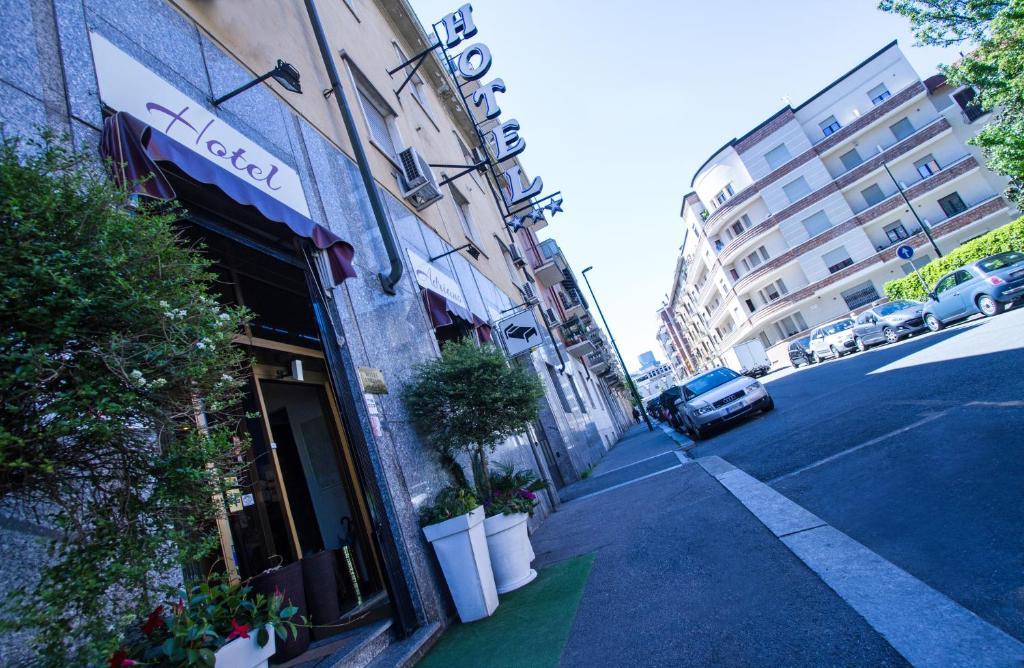 Hotel Adriano Via Pollenzo Torino