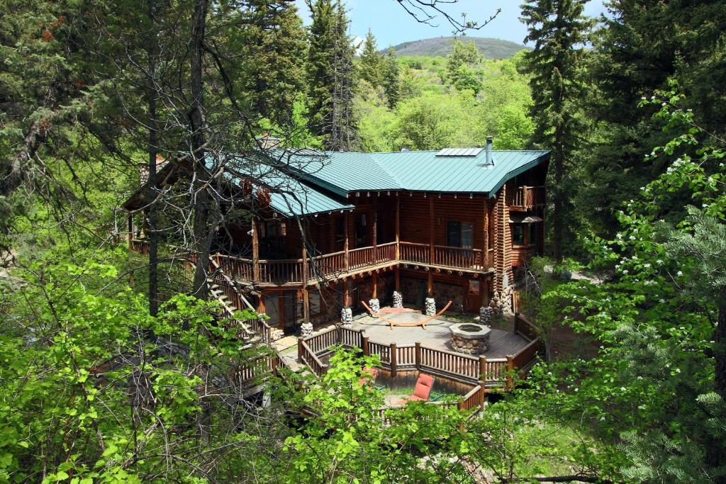 Vacation home log cabin on the stream sundance ut for Sundance house