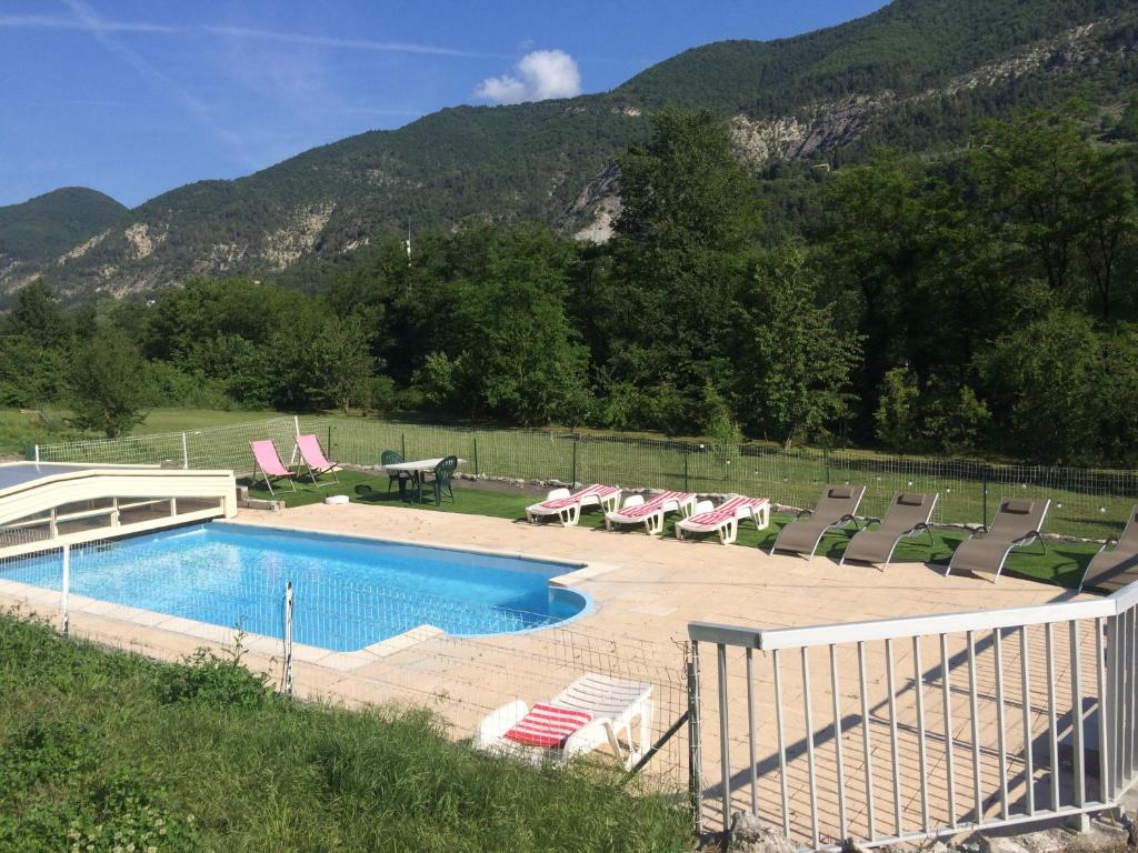 Chambres d 39 h tes les 2 alpes chambres d 39 h tes puget th niers for Piscine 2 alpes