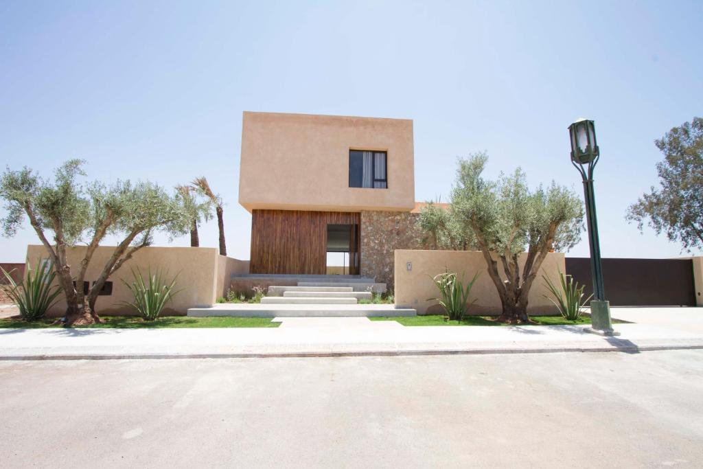 Villa contemporaine sur golf marrakech morocco for Villa contemporaine