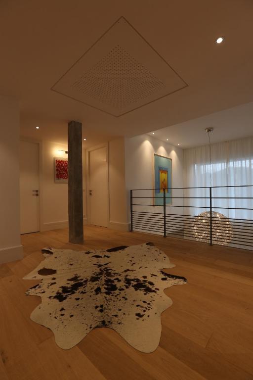 le kube annecy centre villas prestige annecy book your hotel with viamichelin. Black Bedroom Furniture Sets. Home Design Ideas