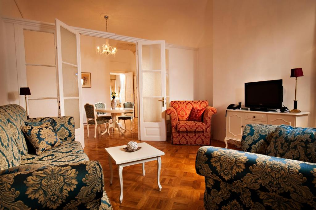 Antiq palace small luxury hotels of the world for Top small hotels of the world