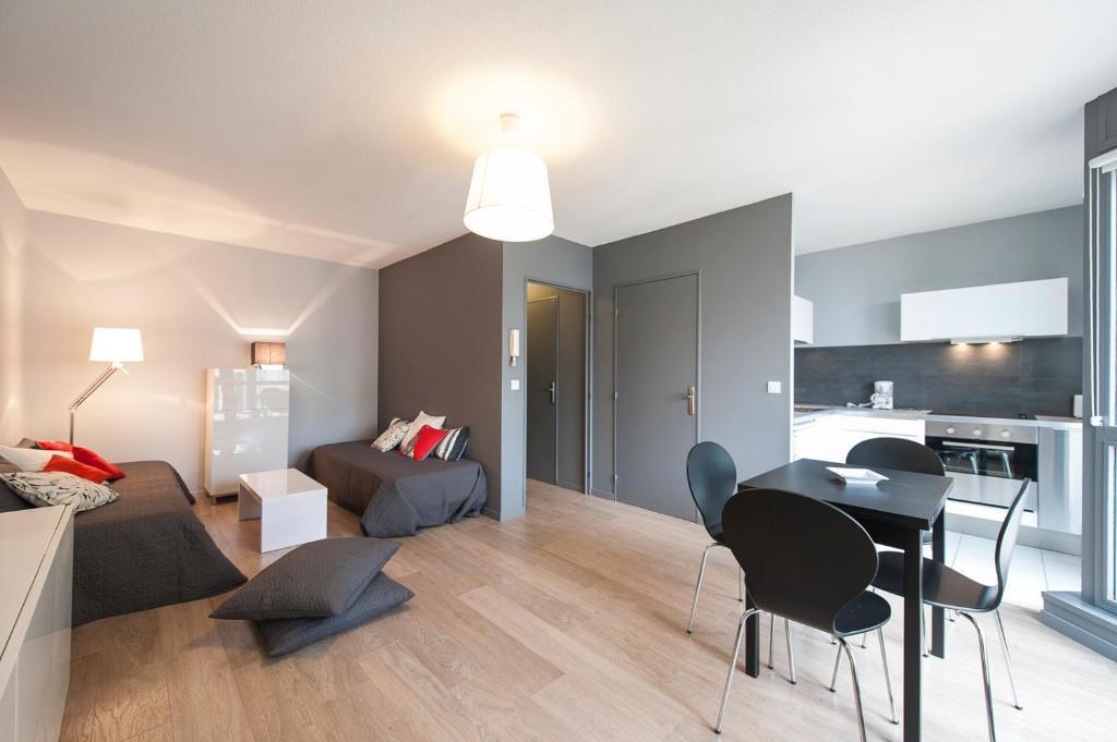Appartement montpellier centre antigone for Piscine antigone