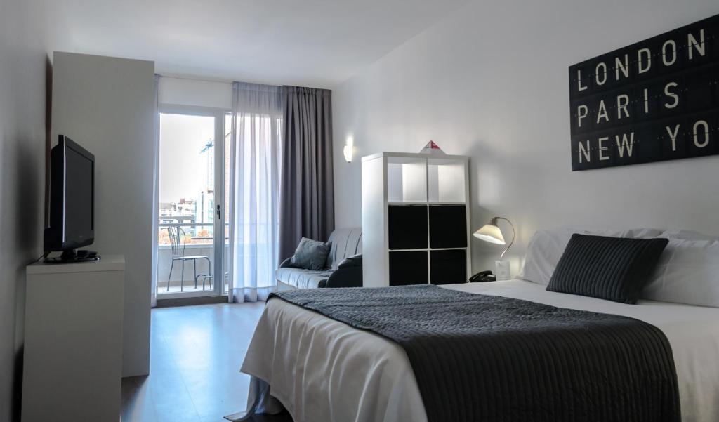 Aparthotel atenea calabria barcellona prenotazione on for Aparthotel barcellona