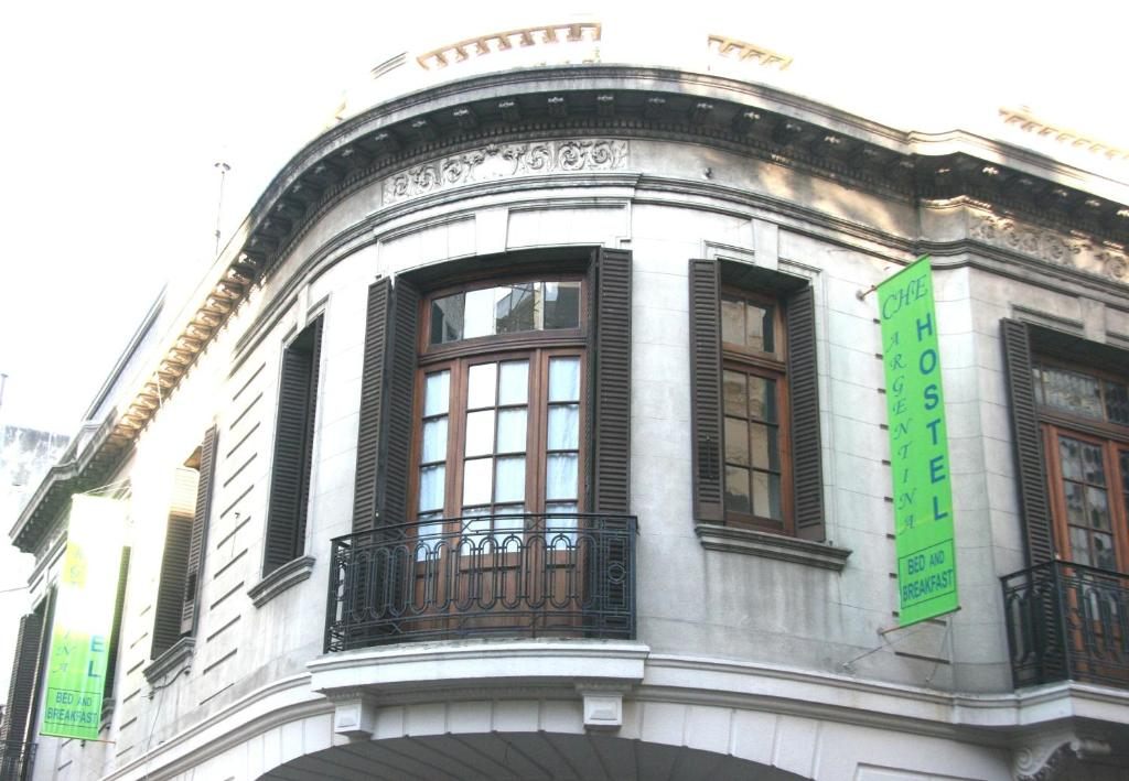 Che argentina hostel suites buenos aires book your for Casa jardin hostel buenos aires