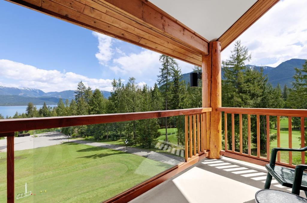 Kootenay Lakeview Spa Resort And Event Centre