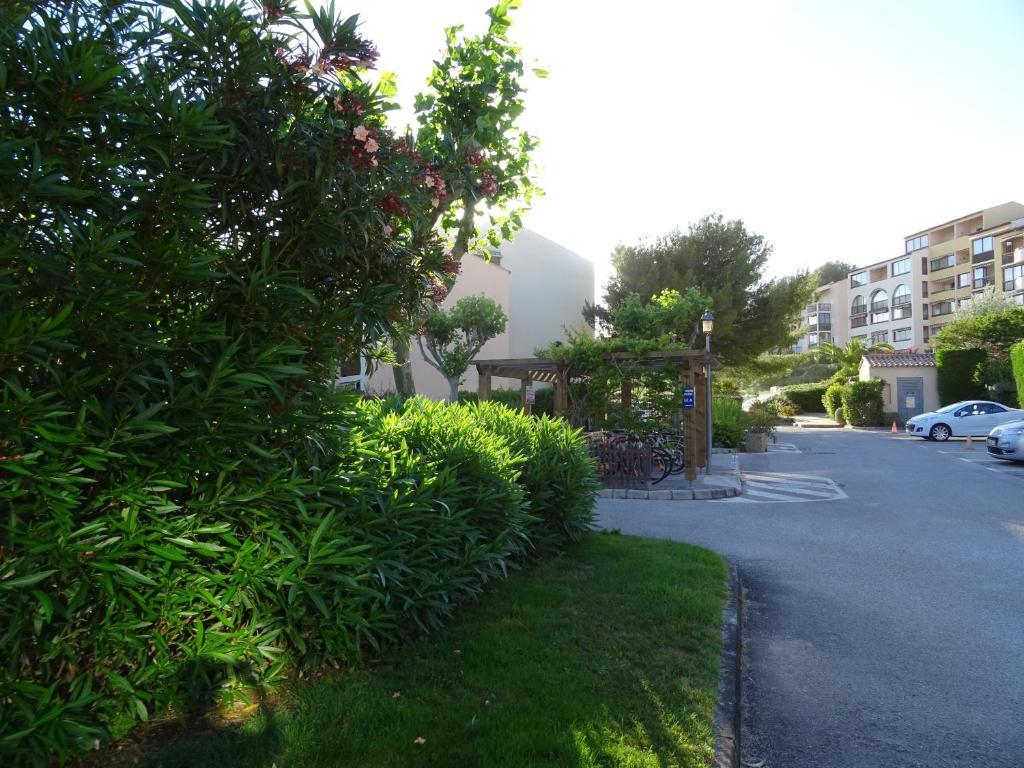 Appartement les jardins d 39 azur locations de vacances six for Appartements le jardin