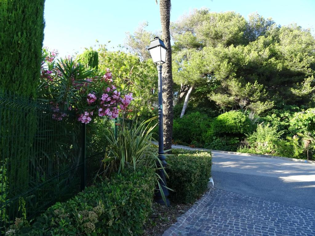 Appartement les jardins d 39 azur locations de vacances six for Appartements le jardin
