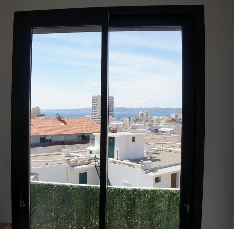 Appartement design scandinave vue sur mer locations de for Appartement design malmousque marseille