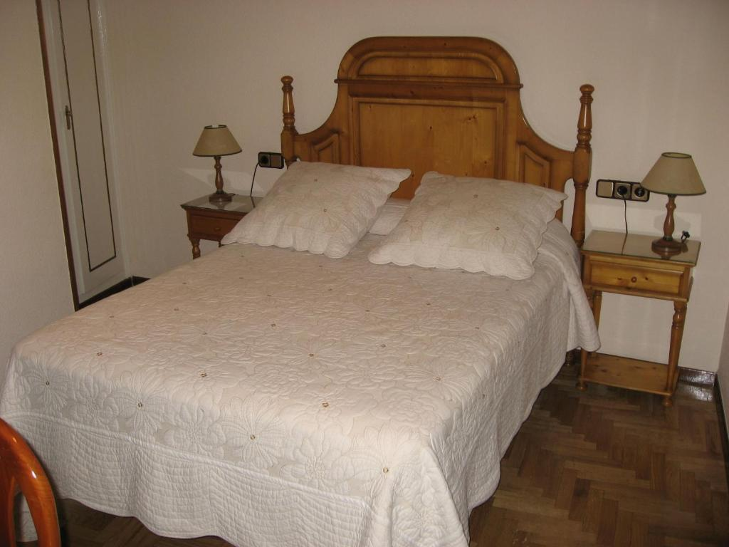 bed breakfast hostal maria cristina bed breakfast in madrid spain. Black Bedroom Furniture Sets. Home Design Ideas