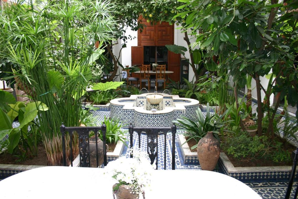 riad lune et soleil fs book your hotel with viamichelin design for a very narrow london garden - Garden Design Long Narrow Plot