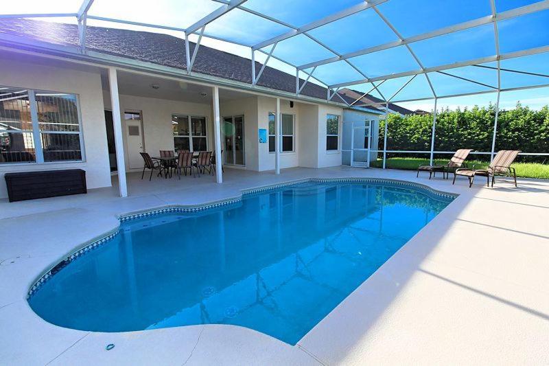 Hampton Lakes Holiday Villa