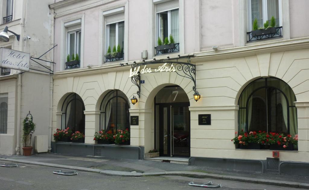 Hotel Des Arts Paris Book Your Hotel With Viamichelin