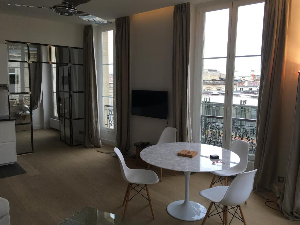 Appartement des grands hommes appartement bordeaux for Appartement bordeaux grands hommes