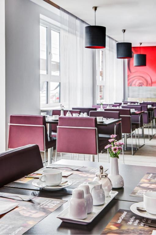 intercityhotel hamburg altona hamburg online booking viamichelin. Black Bedroom Furniture Sets. Home Design Ideas