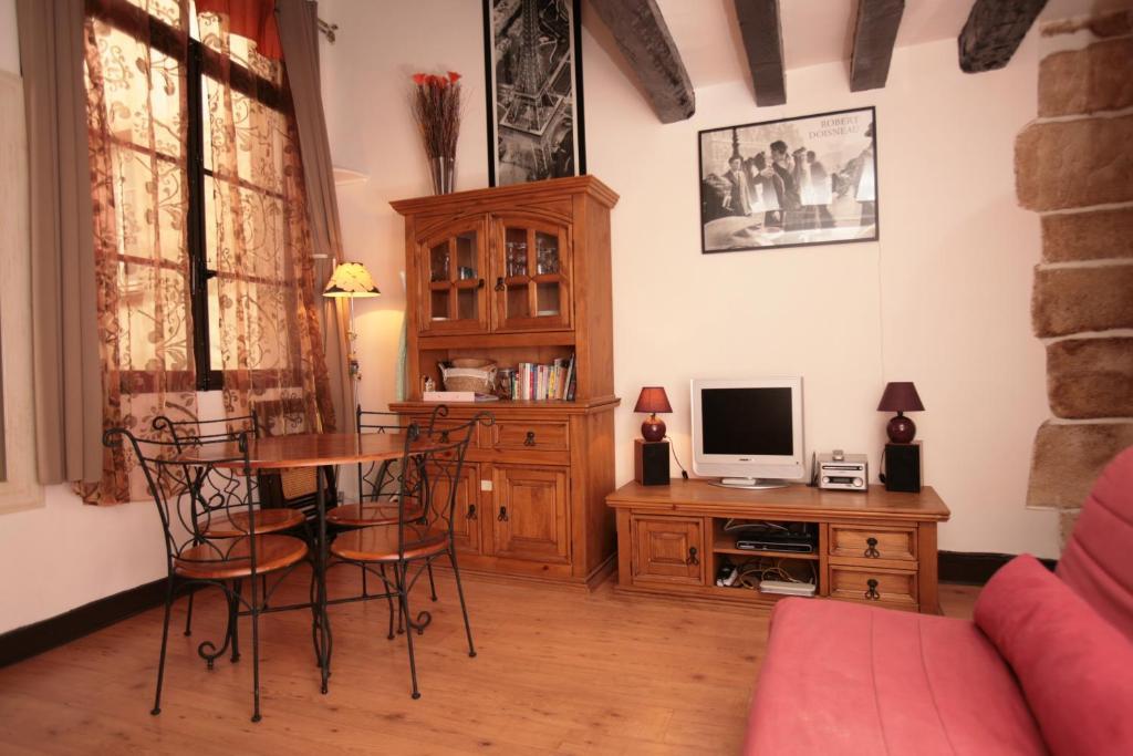 apartamento beaubourg studio mezzanine 133. Black Bedroom Furniture Sets. Home Design Ideas
