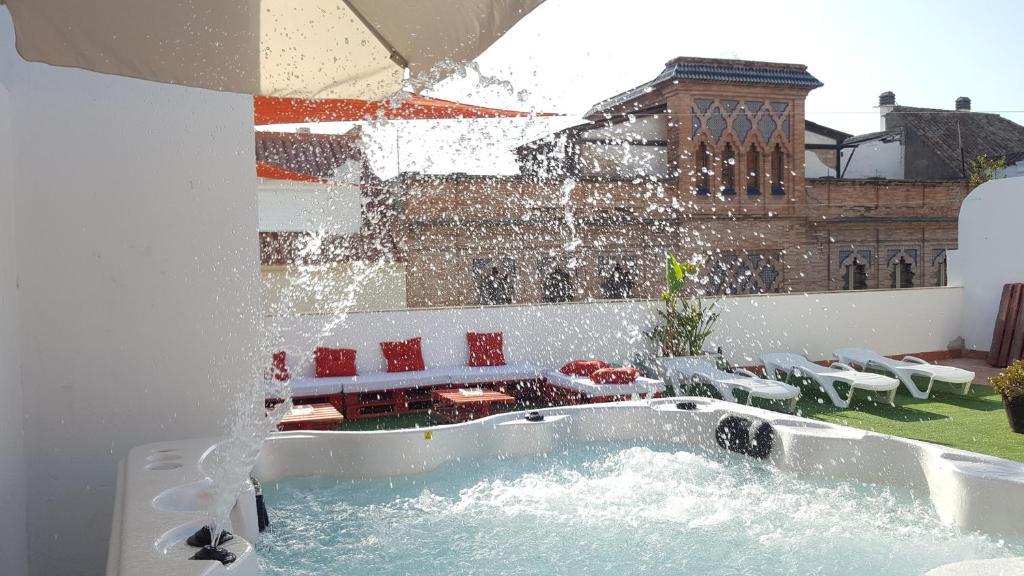 Apartamentos do a lola seville online booking for Appart hotel seville