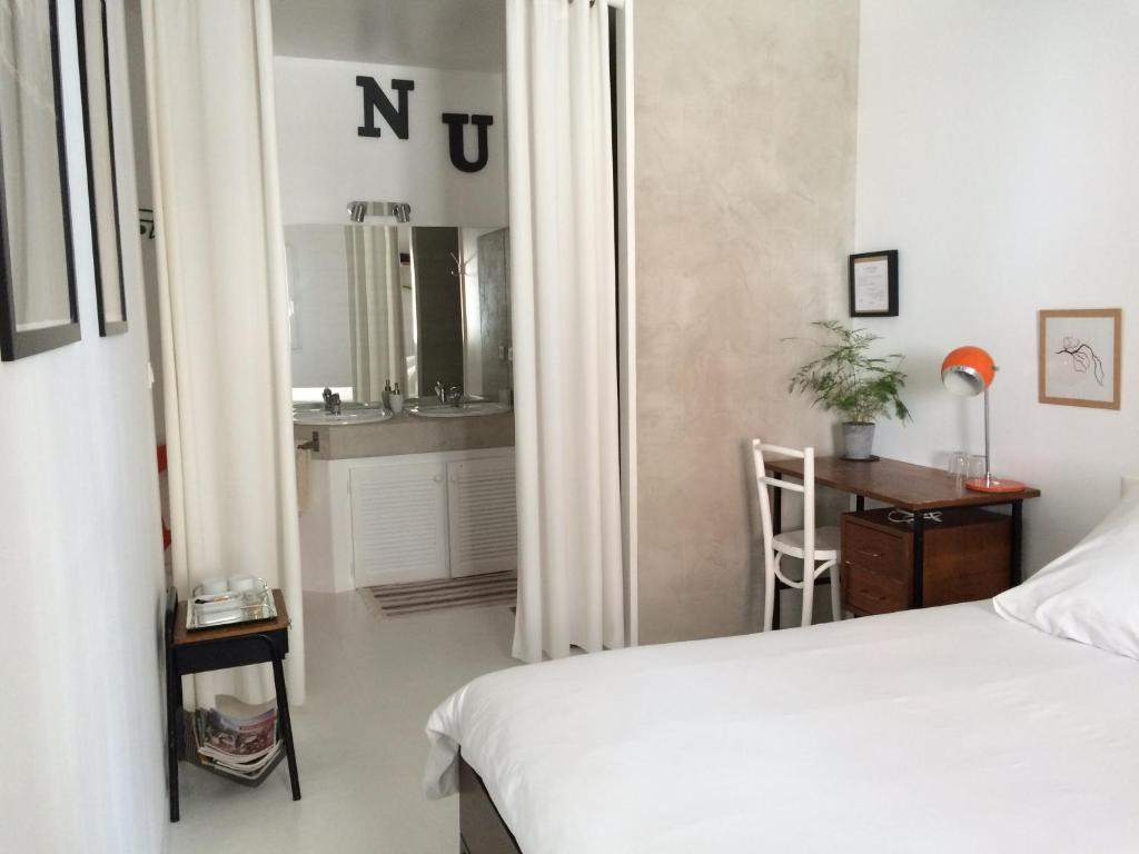 la chambre blanche chambres d 39 h tes nantes. Black Bedroom Furniture Sets. Home Design Ideas