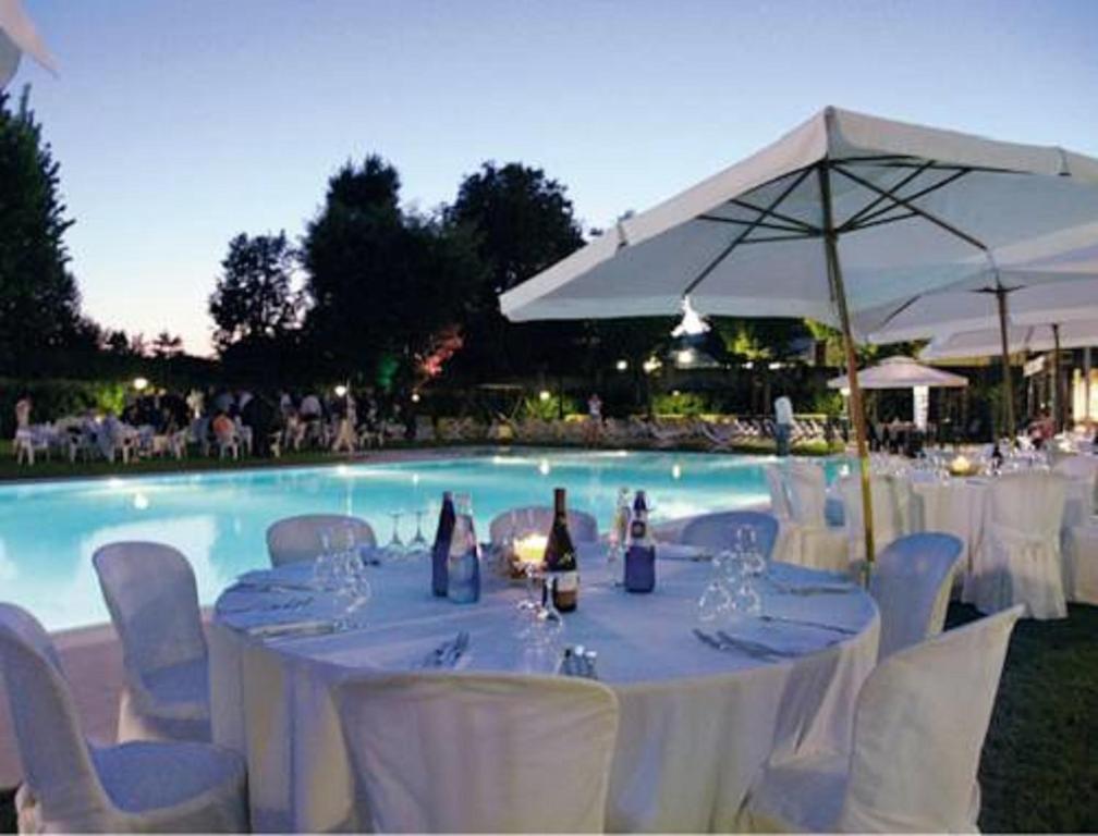 Hotel sporting brugherio brugherio prenotazione on line viamichelin - Piscina brugherio ...