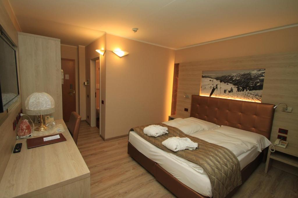 Tevini dolomites charming hotel cles informationen und for Charming hotels
