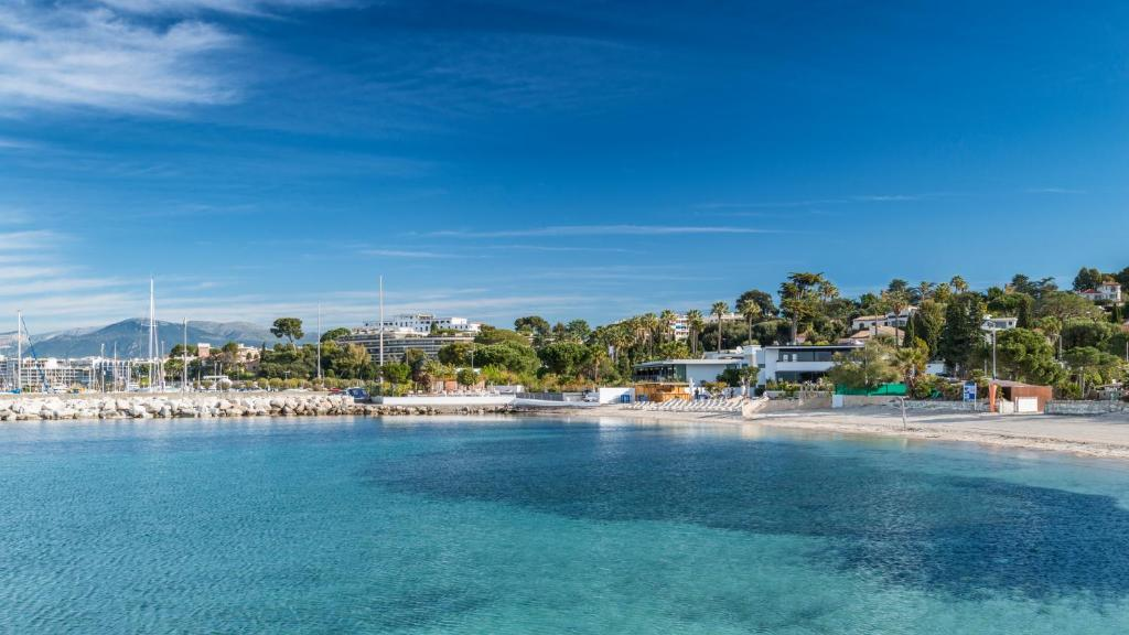 Cap d 39 antibes beach hotel antibes book your hotel with for Boutique hotel juan les pins