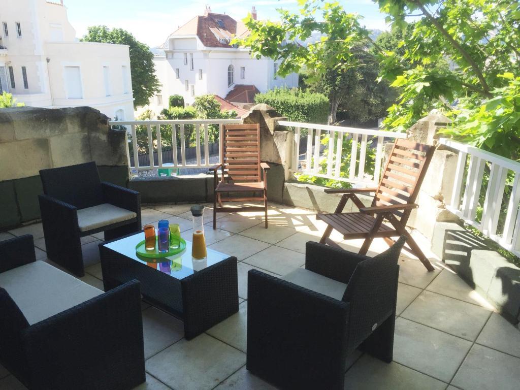 Villa Avec Terrasse : Villa avec grande terrasse proche V u00e9lodrome et Plages