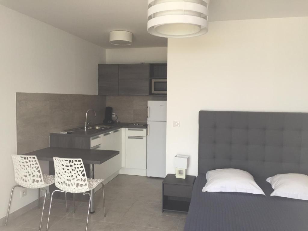 Appartement rivoli locations de vacances porticcio for Chambre d hotes rivoli