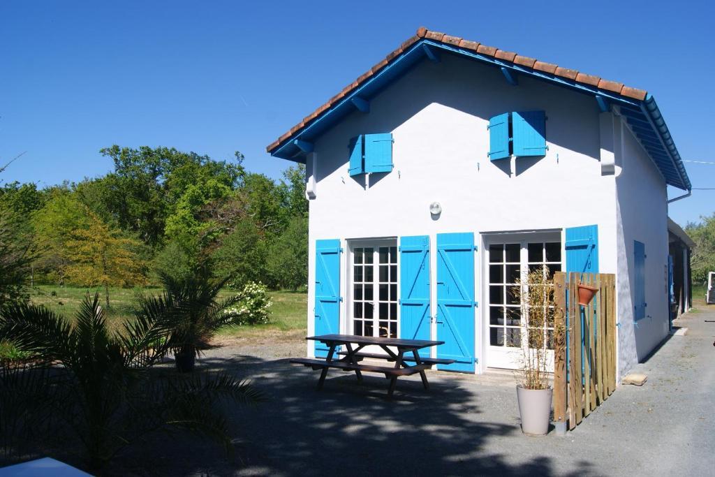 casa de vacaciones maison c t du lac azur francia azur. Black Bedroom Furniture Sets. Home Design Ideas