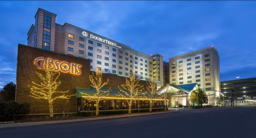 Doubletree by hilton chicago o 39 hare airport rosemont des for Chicago ord hotels