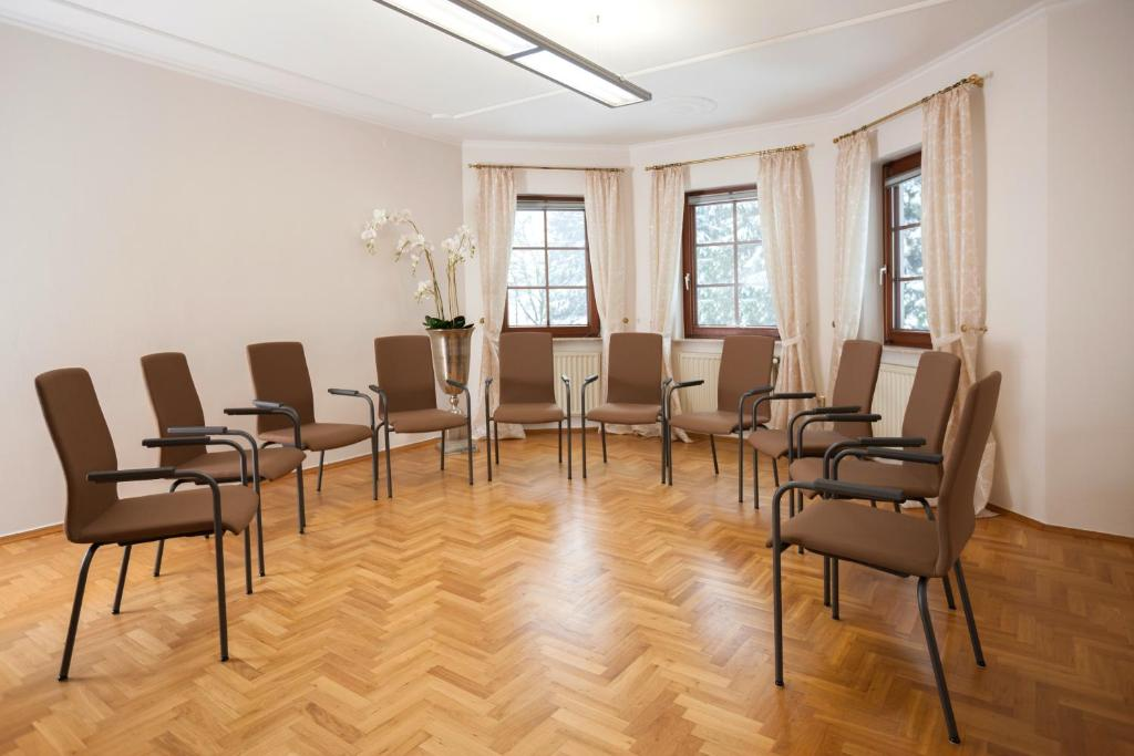 hotel zum taufstein mittelkalbach informationen und. Black Bedroom Furniture Sets. Home Design Ideas