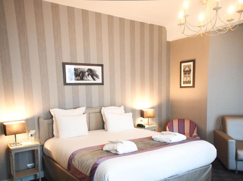 Le Mans Hotels Family Room