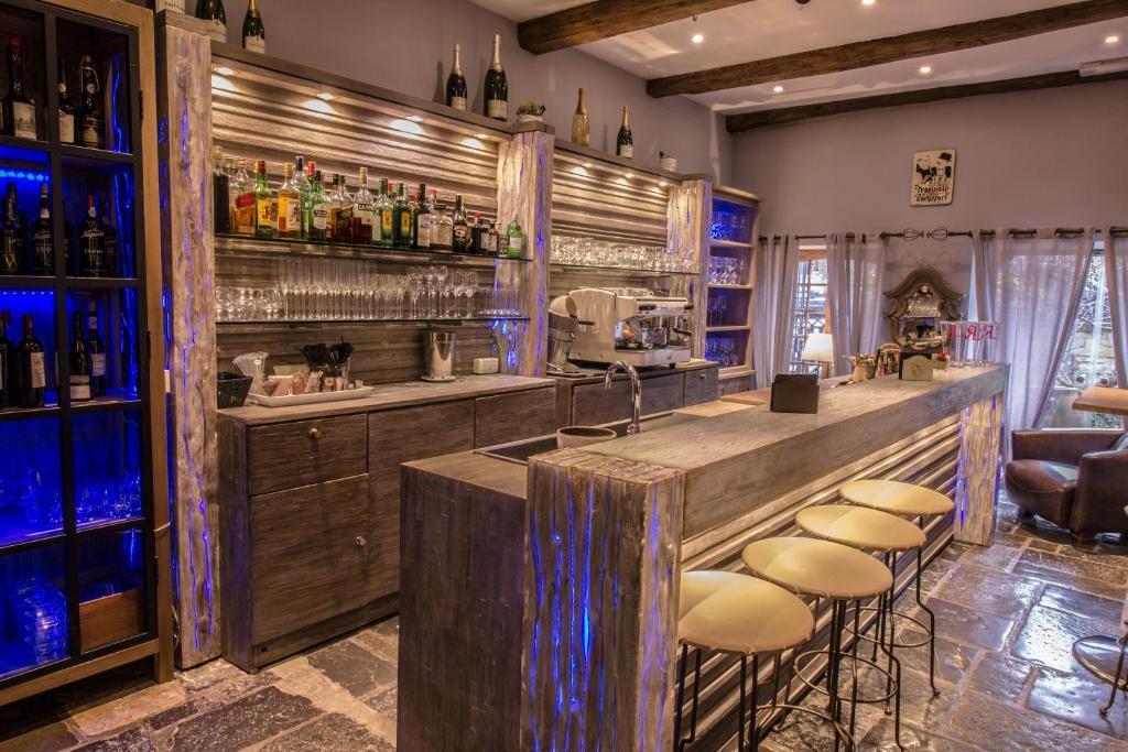 hotel la malle poste rochefort book your hotel with viamichelin. Black Bedroom Furniture Sets. Home Design Ideas