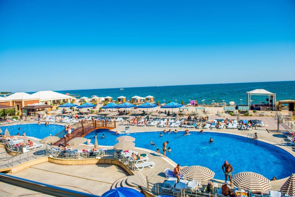Aysberq resort puta reserva tu hotel con viamichelin for Putas en la piscina