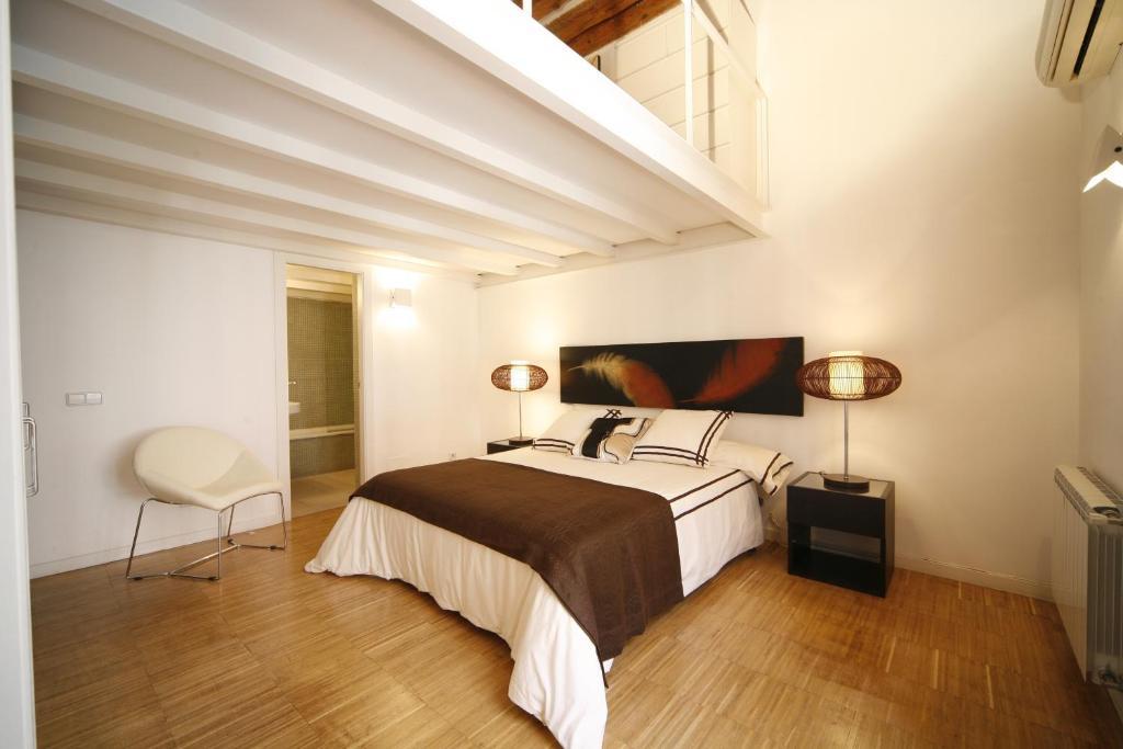 Apartamentos gavirental puerta del sol r servation for Puerta del sol apartamentos