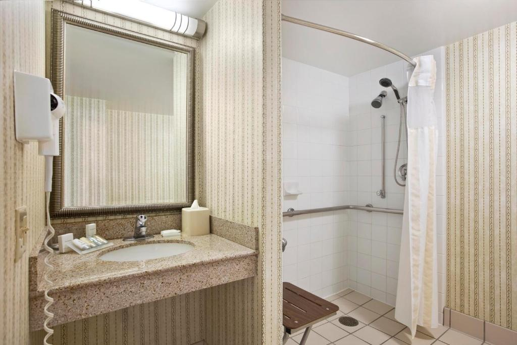 Hilton garden inn oakbrook terrace wheaton book your for 1000 drury lane oakbrook terrace illinois 60181