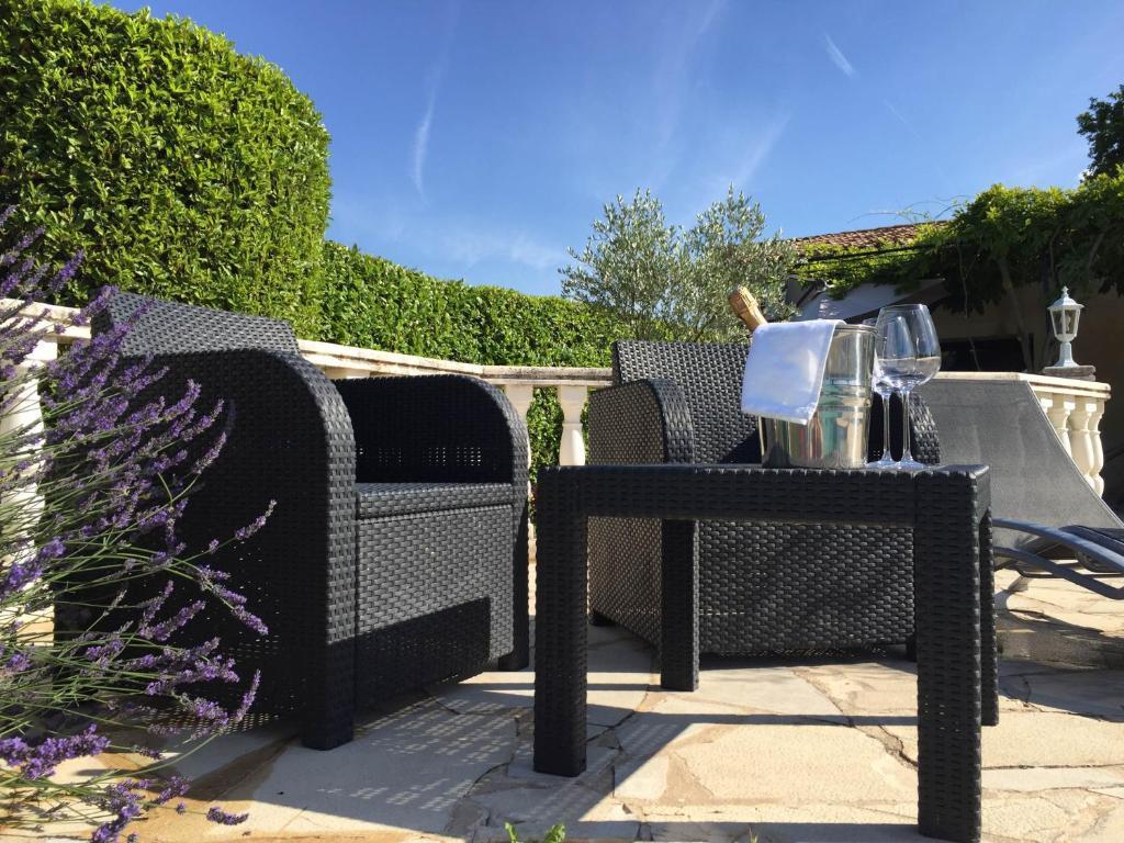 Auberge les olivades salon de provence book your hotel with viamichelin - Auberge de jeunesse salon de provence ...