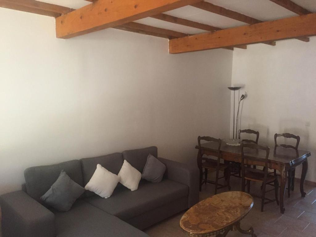 Auberge les olivades salon de provence book your hotel for Sos dentiste salon de provence