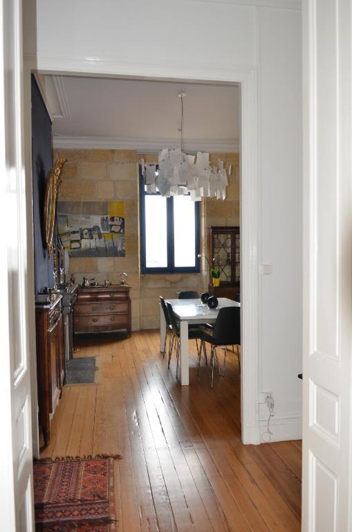 Appartement typique bordelais locations de vacances bordeaux - Ustensiles de cuisine bordeaux ...