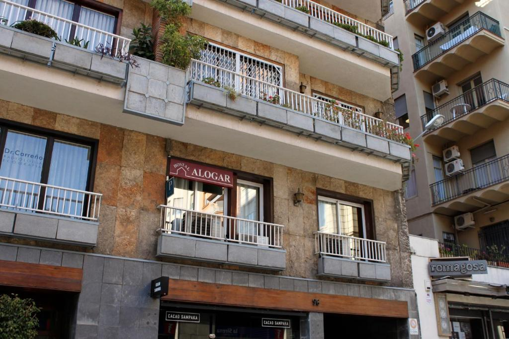 Hostal alogar barcelona book your hotel with viamichelin for Hotel 4 barcelona booking