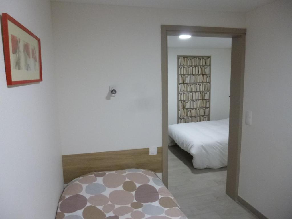 fasthotel angers beaucouz r servation gratuite sur viamichelin. Black Bedroom Furniture Sets. Home Design Ideas