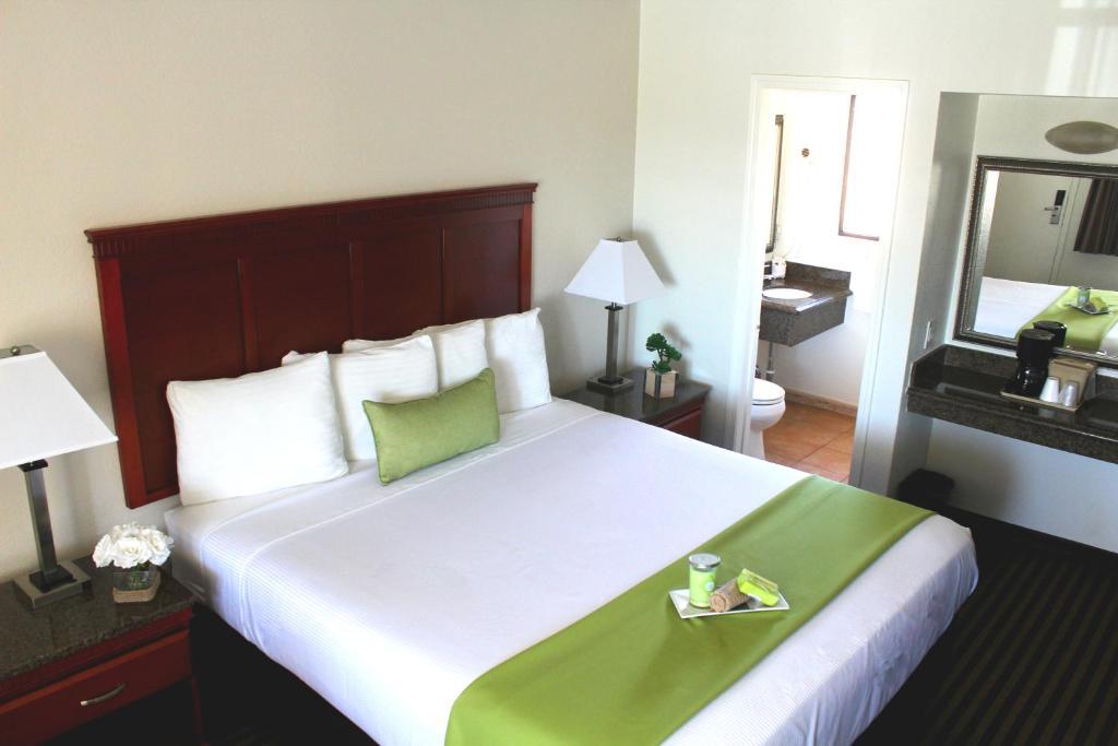 Marina Inn and Suites-Airport-Gaslamp-Zoo - San Diego ...
