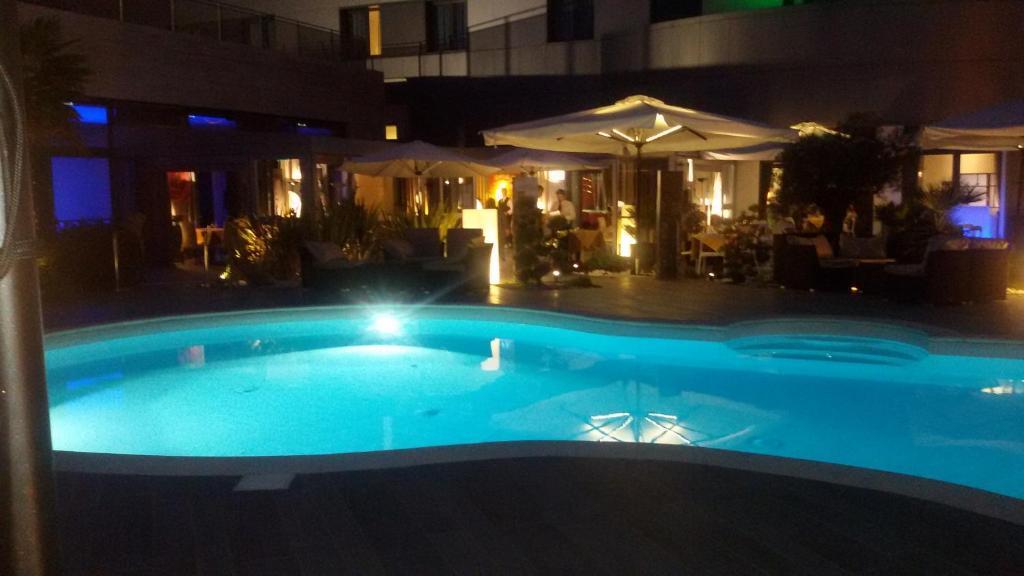 Amati 39 design hotel zola predosa prenotazione on line for Piscina zola predosa