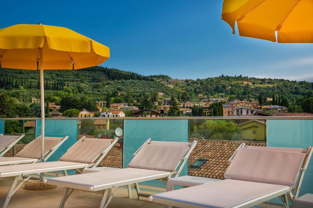 Sky pool hotel sole garda garda book your hotel with viamichelin for Hotels in lake garda with swimming pool
