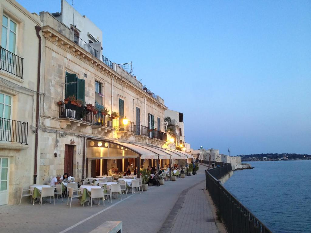 Mediterraneo flats 1 syracuse book your hotel with for Hotel resort siracusa