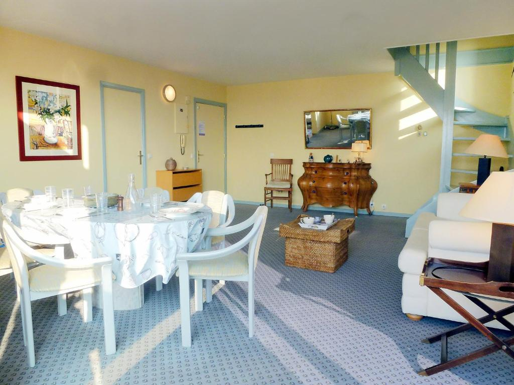 Residence les flots trouville sur mer france for Appart hotel trouville