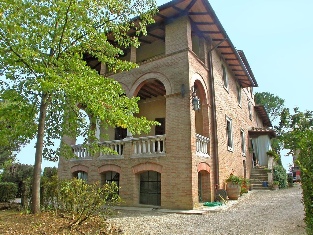 Villa loggia del poggiolo terrenzano italy for Loggia house