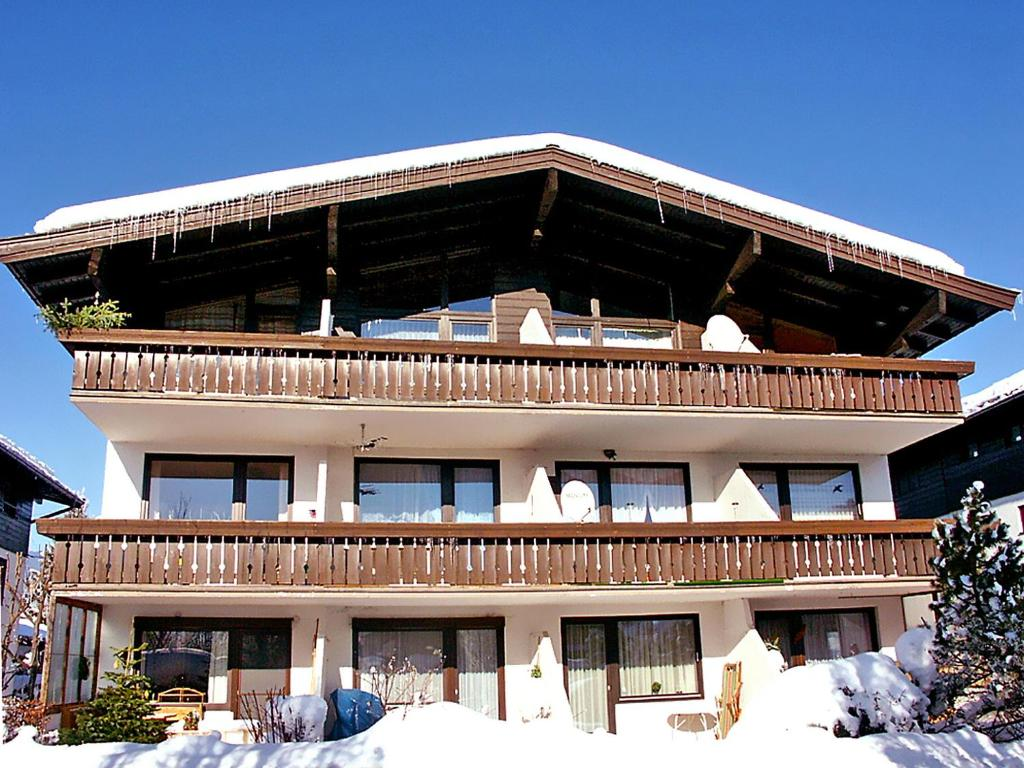 Apartment haus point 2 zell am see book your hotel for Designhotel zell am see living max