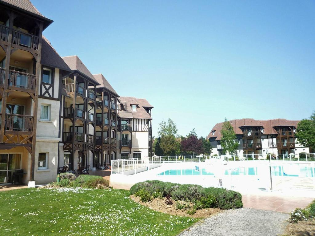 Apartment aparthotel l 39 or e du golf holiday houses deauville for Appart hotel trouville