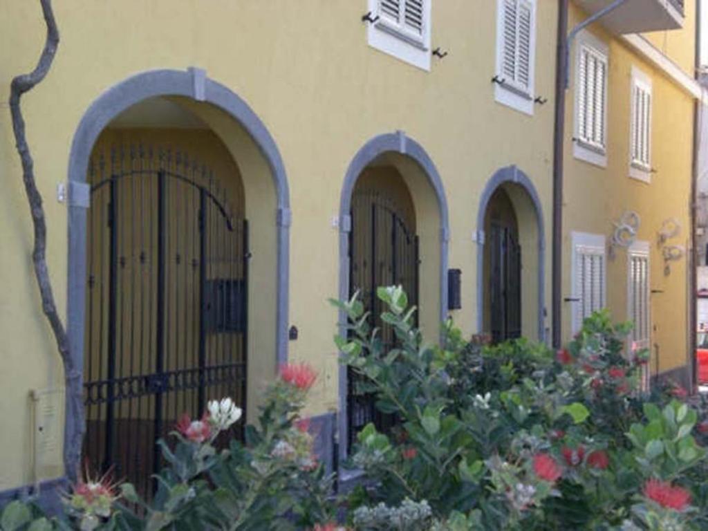 Casa vacanze casa fallico i riposto riposto for Casa 750 piedi quadrati