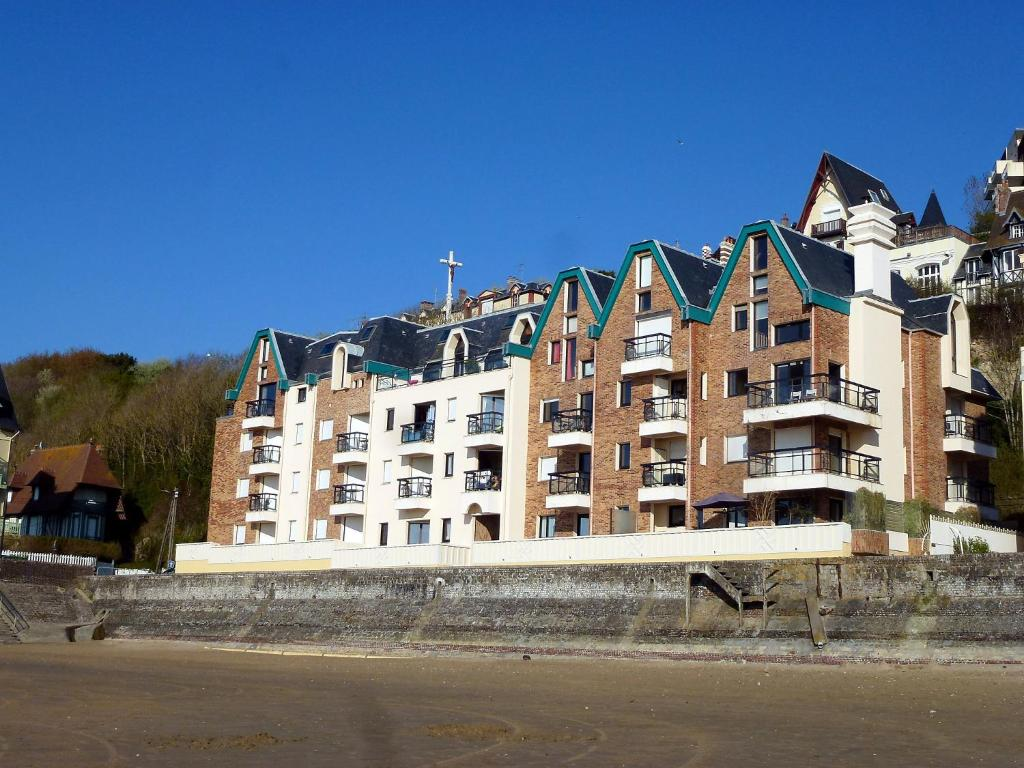Apartment les flots 2 apartment in trouville sur mer in for Appart hotel trouville